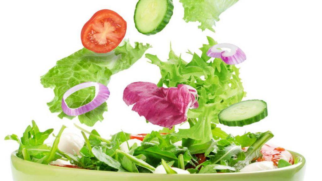 Puedo bajar de peso comiendo solo ensaladas