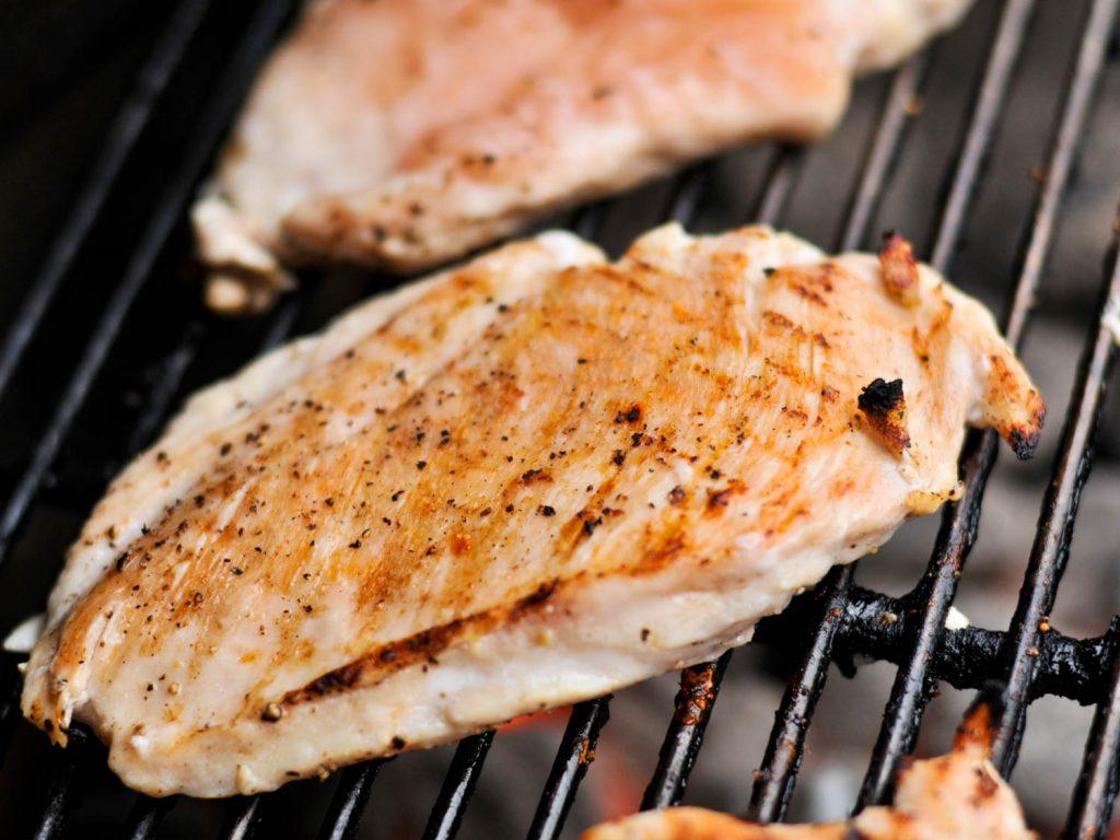 pechuga de pollo para bajar de peso comiendo ensalada